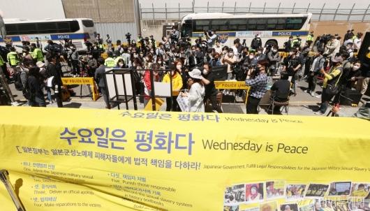 [사진]논란 속 진행되는 수요집회