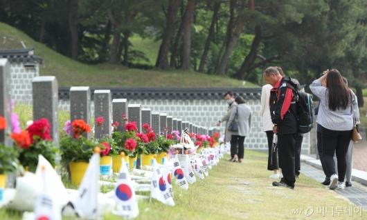 [사진]5·18민주묘지 찾은 추모객