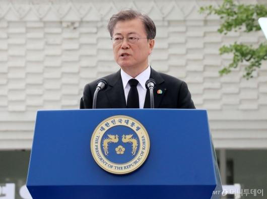 [사진]기념사하는 문재인 대통령