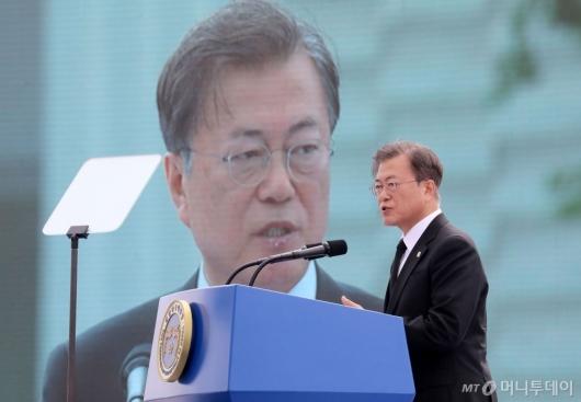 [사진]제40주년 5·18 기념식 참석한 문재인대통령
