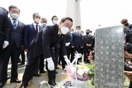 [사진]5·18민주묘지 참배하는 미래통합당
