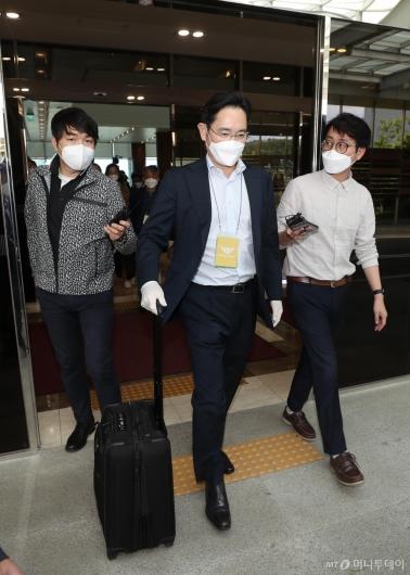 [사진]입국장 나서는 이재용 부회장