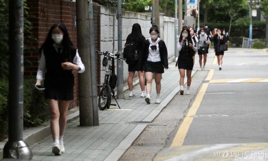 [사진]80일만에 등교하는 고3 학생들