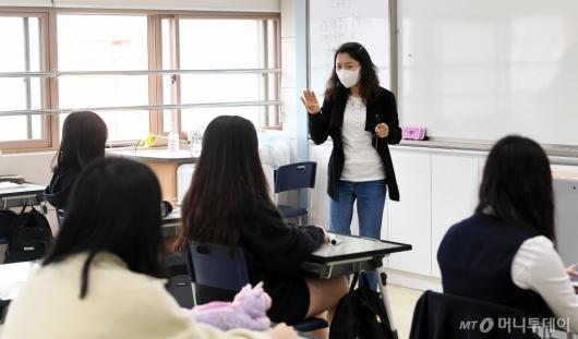 [사진]수업 시작하는 고3 학생들