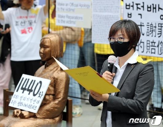 [사진] 이나영 정의기억연대 이사장, 입장문 발표
