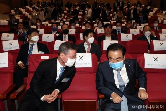 [사진]이야기하는 홍선근 회장-문희상 국회의장