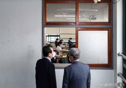 [사진]고3 수업 상황 점검하는 국무총리