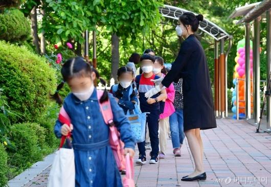 [사진]초등학생들 등교 개학