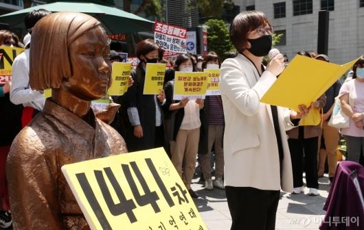 [사진]발언하는 이나영 정의연 이사장