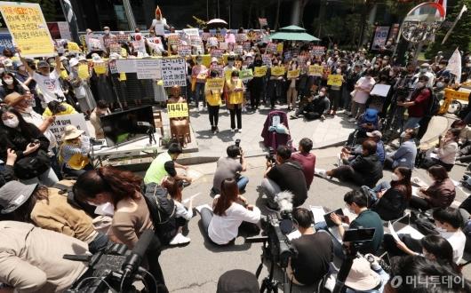 [사진]논란 속 계속되는 수요집회