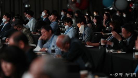 [사진]'2020 키플랫폼' 화상대담 지켜보는 참석자들