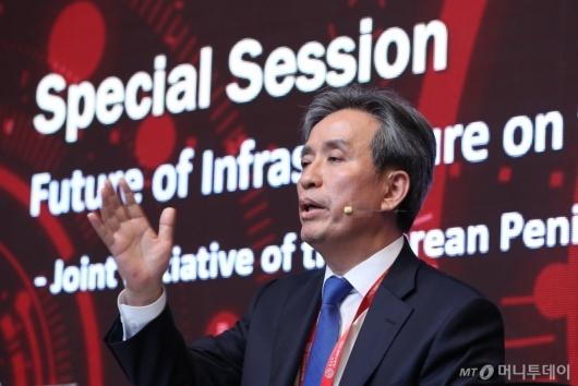 [사진]'2020 키플랫폼' 특별세션 진행하는 김병석 위원장