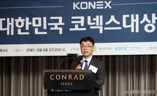 [사진]'대한민국 코넥스대상' 심사평하는 김익태 부장