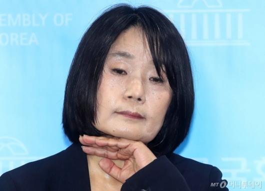 [사진]'땀 범벅' 윤미향 당선인