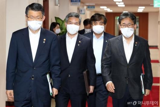 [사진]국무회의 참석하는 국무위원들