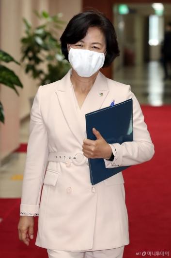 [사진]국무회의 참석하는 추미애 장관