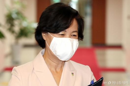 [사진]추미애 장관, 국무회의 참석
