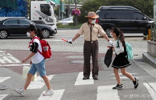 [사진]초등학교 3-4학년 첫 등교