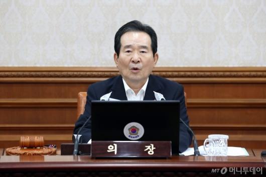 [사진]임시 국무회의 모두발언하는 정세균 총리