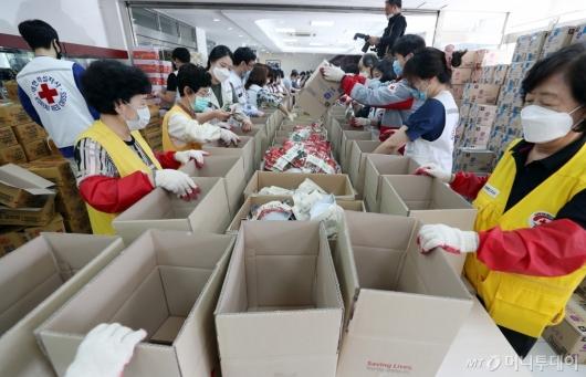 [사진]'재난 취약계층 위한 비상식량입니다'