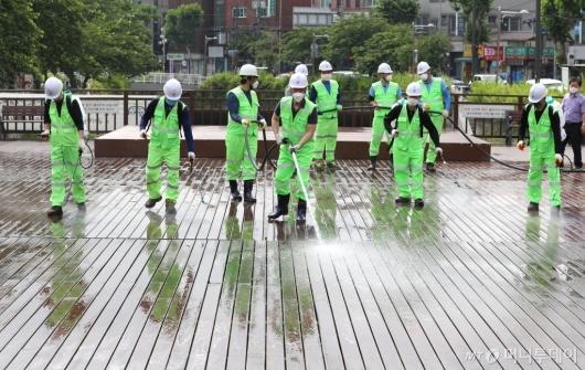 [사진]성북구, 다중이용 장소 특별 물청소 실시