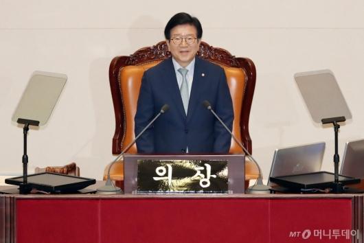 [사진]당선인사하는 박병석 신임 국회의장