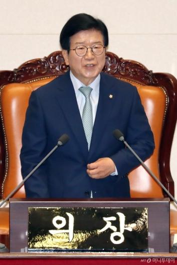 [사진]당선인사 전하는 박병석 신임 국회의장