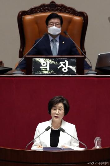 [사진]당선인사 전하는 김상희 국회 부의장