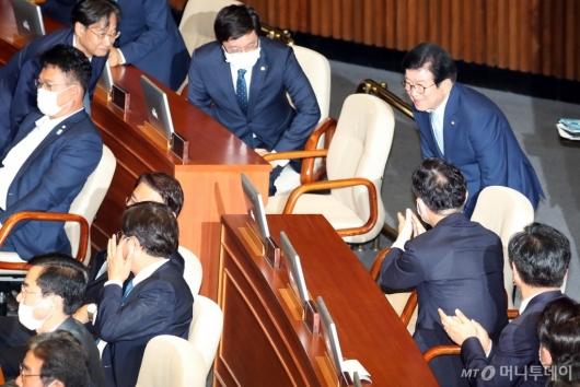 [사진]인사하는 박병석