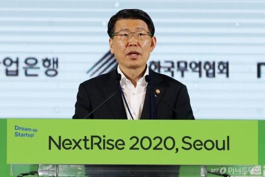 [사진]'넥스트라이즈 2020' 축사하는 은성수 위원장