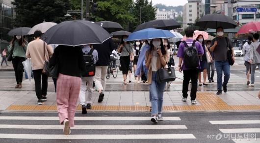 [사진]장마철 출근길