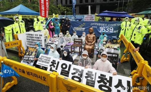 [사진]계속되는 연좌시위