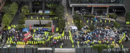 [사진]보수단체에 자리 뺏긴 수요집회