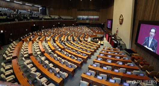 [사진]통합당 불참 속 3차 추경안 시정연설