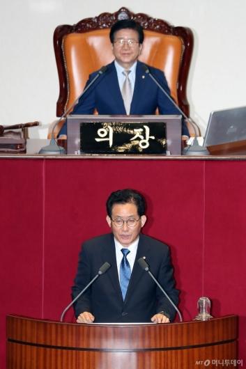 [사진]당선인사하는 유기홍 국회 교육위원장