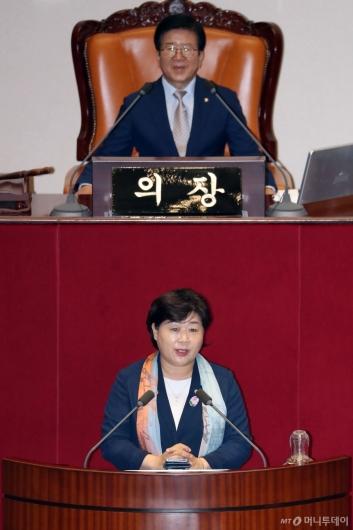 [사진]당선인사하는 서영교 국회 행정안전위원장