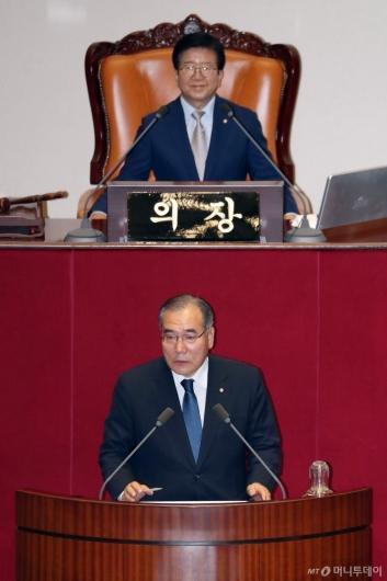 [사진]당선인사하는 이개호 국회 농해수위원장