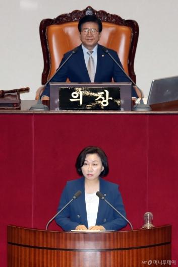 [사진]당선인사하는 송옥주 국회 환노위원장