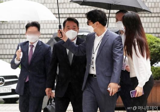 [사진]'인보사 의혹' 이웅열 영장실질심사 출석