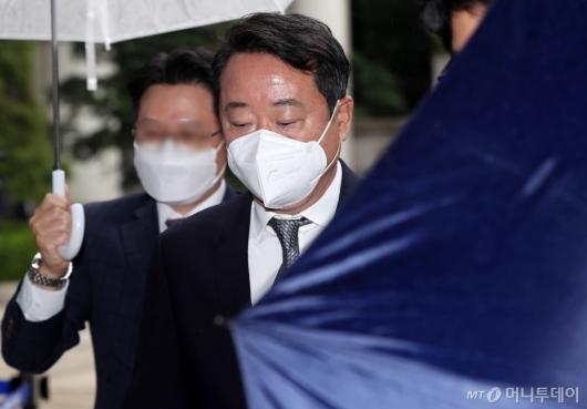 [사진]영장심사 출석하는 이웅열 전 회장
