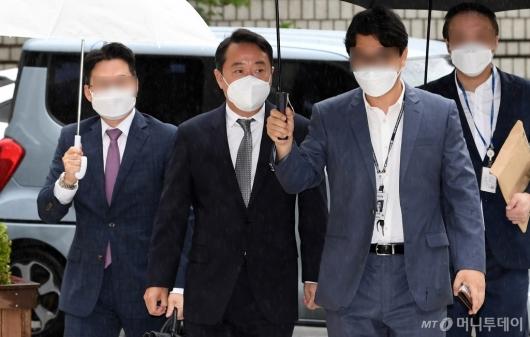 [사진]'인보사 의혹' 이웅열 전 회장 법원 출석