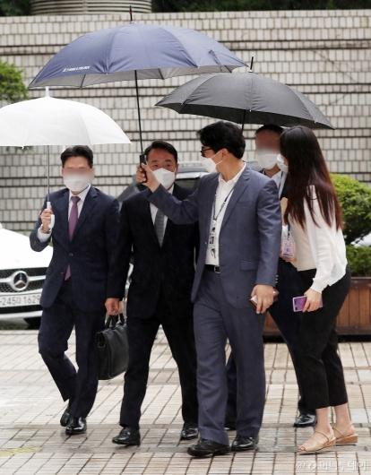 [사진]법원 출석하는 이웅열 전 코오롱 회장