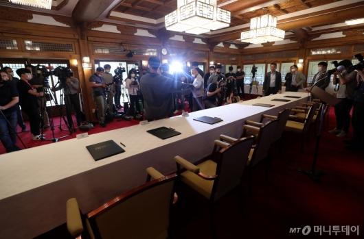 [사진]취소된 코로나19 노사정 대표자 협약식
