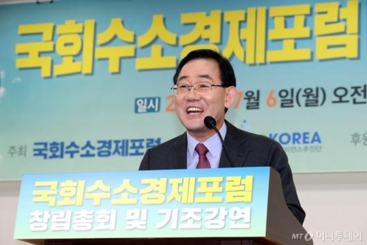 [사진]'국회수소경제포럼' 축사하는 주호영 원내대표