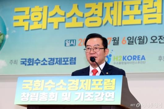 [사진]'국회수소경제포럼' 환영사하는 이종배 의원