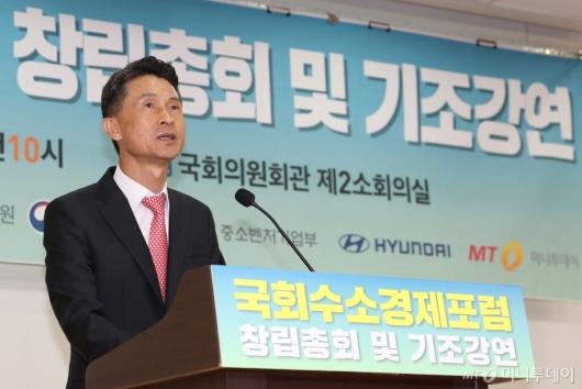 [사진]'국회수소경제포럼' 축사하는 박종면 대표