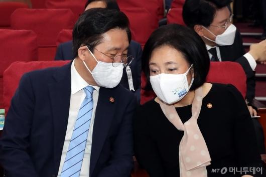 [사진]이야기하는 성윤모-박영선 장관