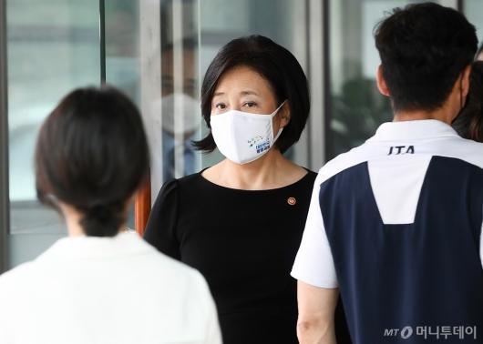 [사진]안희정 전 지사 모친 빈소 찾은 박영선 장관