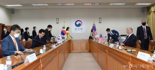 [사진]제8차 한미 외교차관 전략회의 참석한 비건