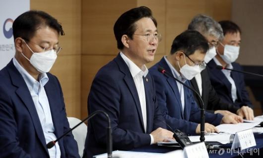 [사진]성윤모 장관, '소재·부품·장비 2.0 전략' 발표
